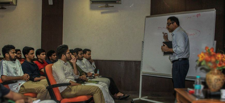 Hilal Ahmed delivers a lecture on
